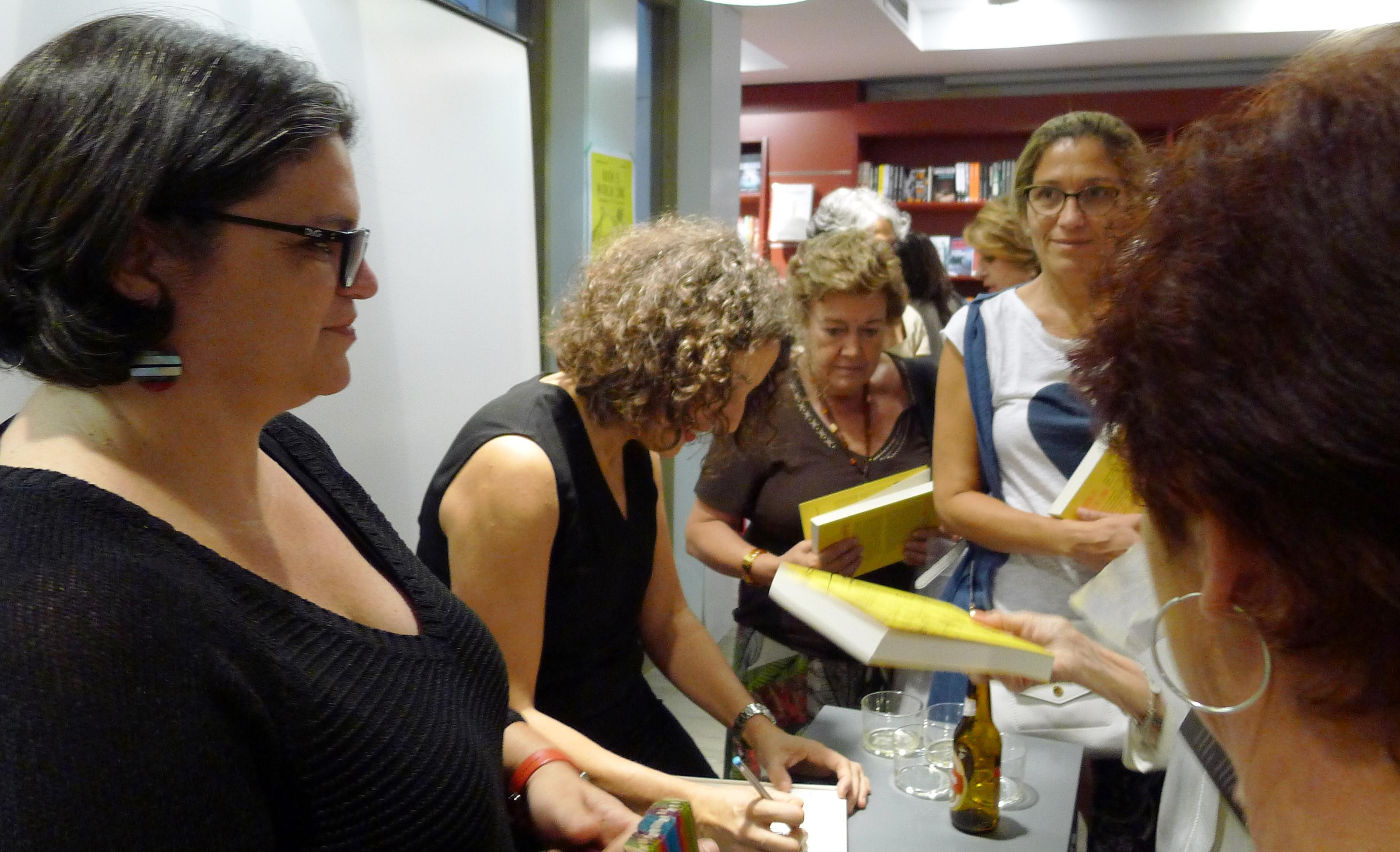 Isabel García Zarza y Silvia Oviano firman libros